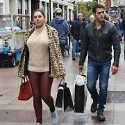 A make-up free Kelly Brook and Italian boyfriend Jeremy Parisi spotted shopping on Grafton Street carrying Brown Thomas bags, Dublin, Ireland - 04.10.17. Pictures: Cathal Burke / VIPIRELAND.COM **IRISH RIGHTS ONLY**