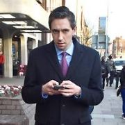 Minister for Health Simon Harris spotted texting on his phone on St Stephen's Green while restaurateur Nick Munier just happened to be in the back of frame, Dublin, Ireland - 14.02.19. Pictures: Cathal Burke / VIPIRELAND.COM **IRISH RIGHTS ONLY**