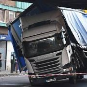 A Truck crashes into the Amiens St Bridge, Dublin, Ireland - 15.03.19. Pictures: Cathal Burke / VIPIRELAND.COM **IRISH RIGHTS ONLY**